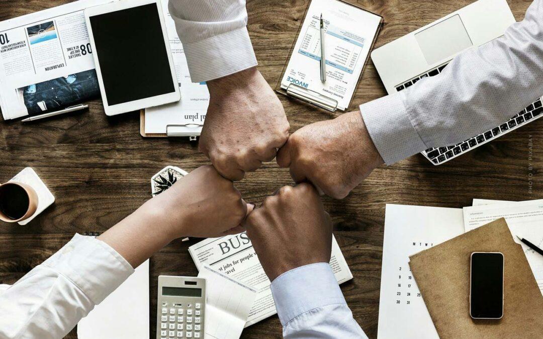 Unternehmen gründen: Firma, Steuern, Marketing, Pitch + Tipps