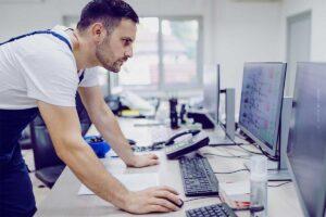 Facility Manager werden: Tätigkeit, Verdienst, Studium & Quereinstieg